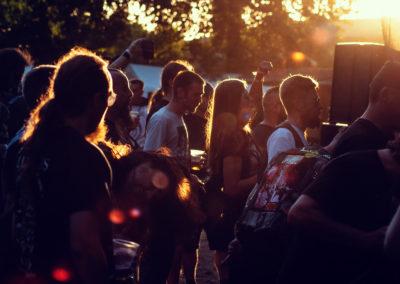 Fliederfest Dieses Foto ist am 07.07.2018 auf dem Under the Black Sun entstanden. Dieses Foto habe ich direkt vor der Bühne gemacht und es spiegelt für mich Festival, Metal und Menschen in einem dar. Die Stimmung, die Musik und die Atmosphäre. von Obscuraphoto Metalheads, Foto aus Friesack